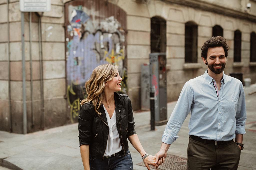 sessió fotos de parella a Barcelona. Preboda a Barcelona fresca i natural. Fotògraf casament Barcelona i Girona. Juanjo Vega fotògraf boda a Barcelona