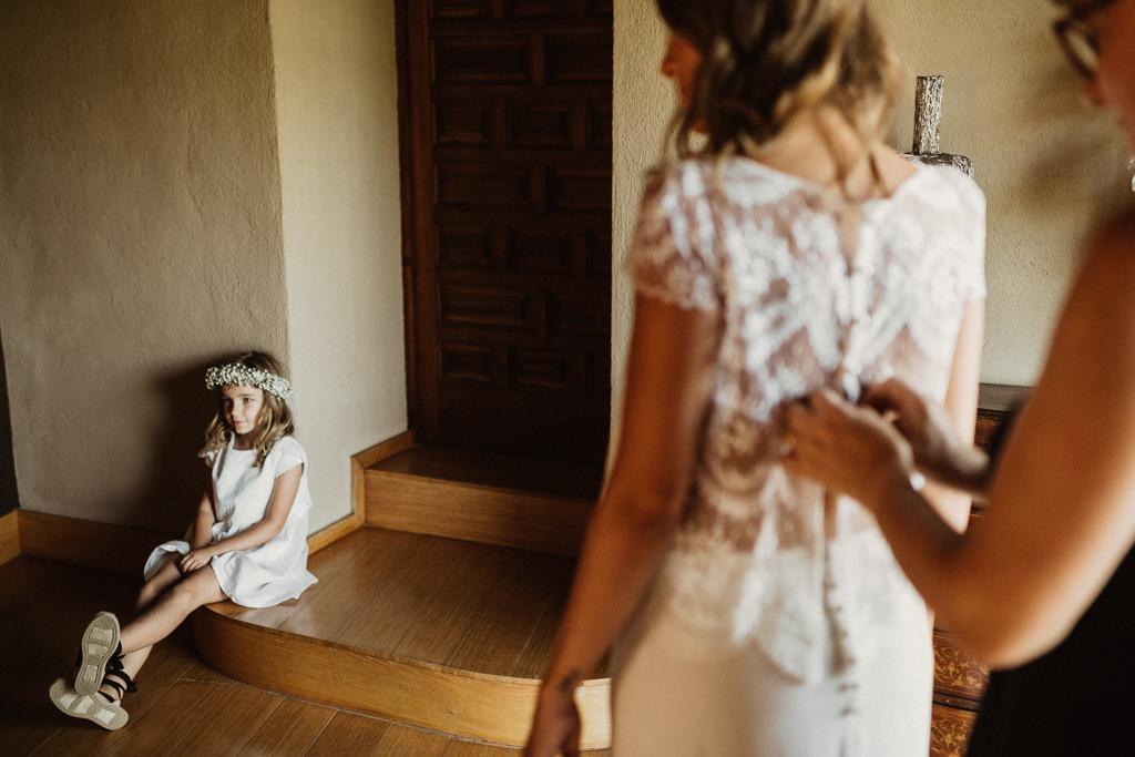 Vestido de novia Jordi Anguera | Vestido de novia para una boda en el bosque Barcelona | Ceremonia emotiva en la Masía El Munt | Juanjo Vega, Fotógrafo de bodas en el bosque en Barcelona de estilo boho, al aire libre y en plena naturaleza.