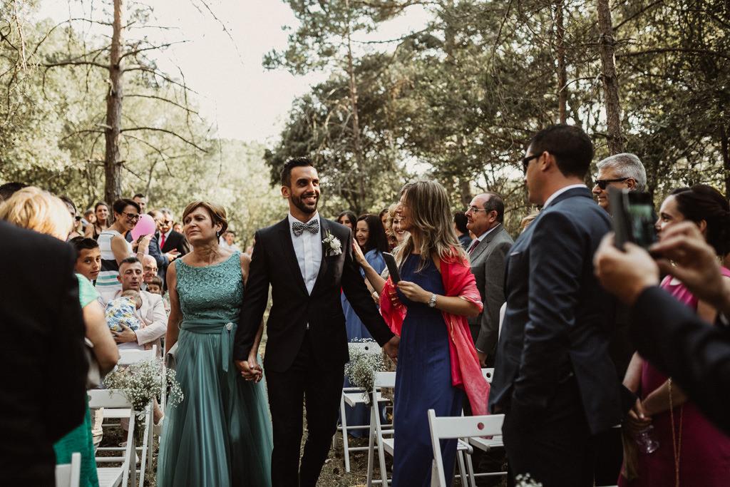 Vestit de nuvi casament al bosc Barcelona | Casament emotiu a la Masia El Munt, Barcelona | Juanjo Vega, Fotògraf de casaments al bosc a Barcelona d'estil boho, a l'aire lliure i en plena naturaleza.