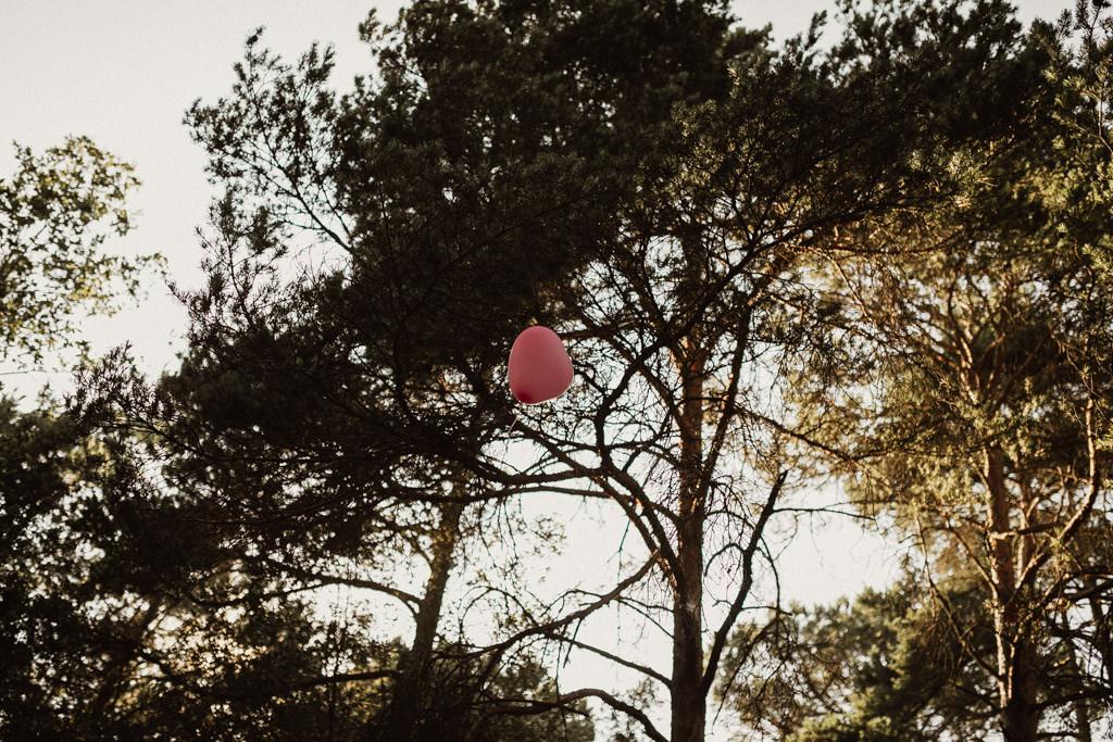 Reportaje boda en el bosque Barcelona | Ceremonia emotiva en el bosque en la Masía El Munt | Juanjo Vega, Fotógrafo de bodas en el bosque en Barcelona de estilo boho, al aire libre y en plena naturaleza.
