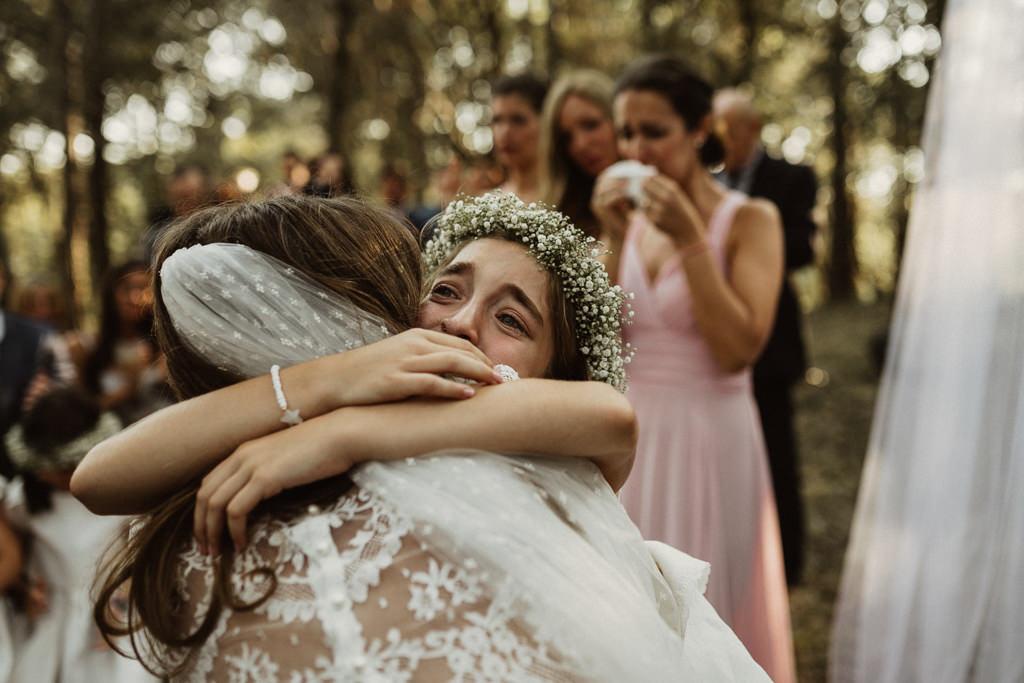 Boda en el bosque Barcelona con hijos | Casarse en el bosque con hijos | Ceremonia emotiva en la Masía El Munt | Juanjo Vega, Fotógrafo de bodas en el bosque en Barcelona de estilo boho, al aire libre y en plena naturaleza.