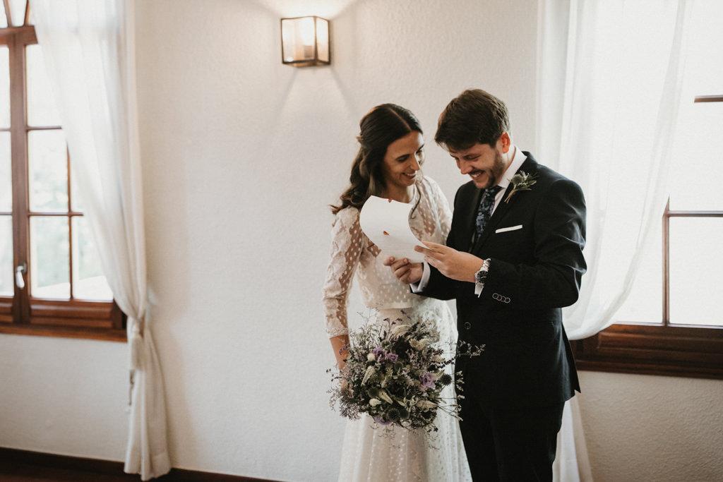 Un casament diferent a Girona amb decoració floral de Phlox, a La Farinera de Sant Lluís | Juanjo Vega, Fotògraf de casaments diferents a Girona, Tarragona, Barcelona i Costa Brava