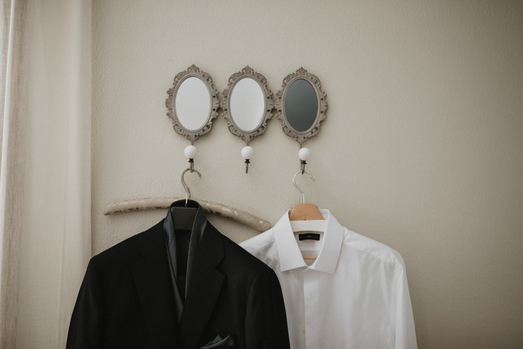 Toni Barceló wedding suit for a different wedding in Girona, at La Farinera Venue | Juanjo Vega, destination photographer of different weddings in Girona, Tarragona & Barcelona