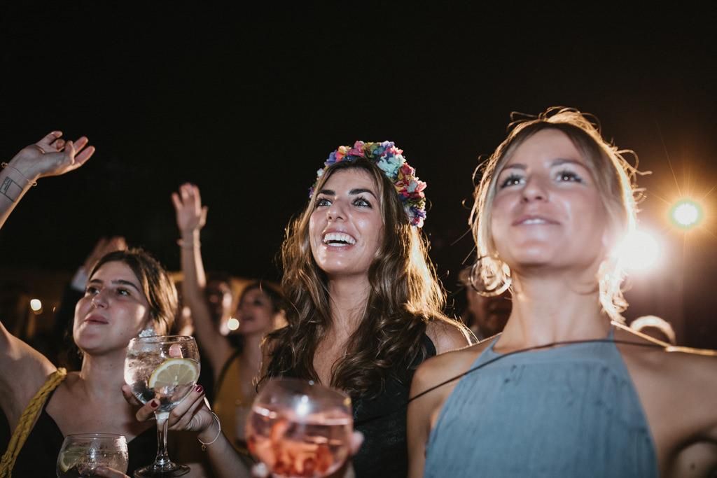 Concert The Mortimers a un casament diferent a Girona, a la Farinera de Sant Lluís | Juanjo Vega, Fotògraf de casaments diferents a Girona, Tarragona, Barcelona i Costa Brava