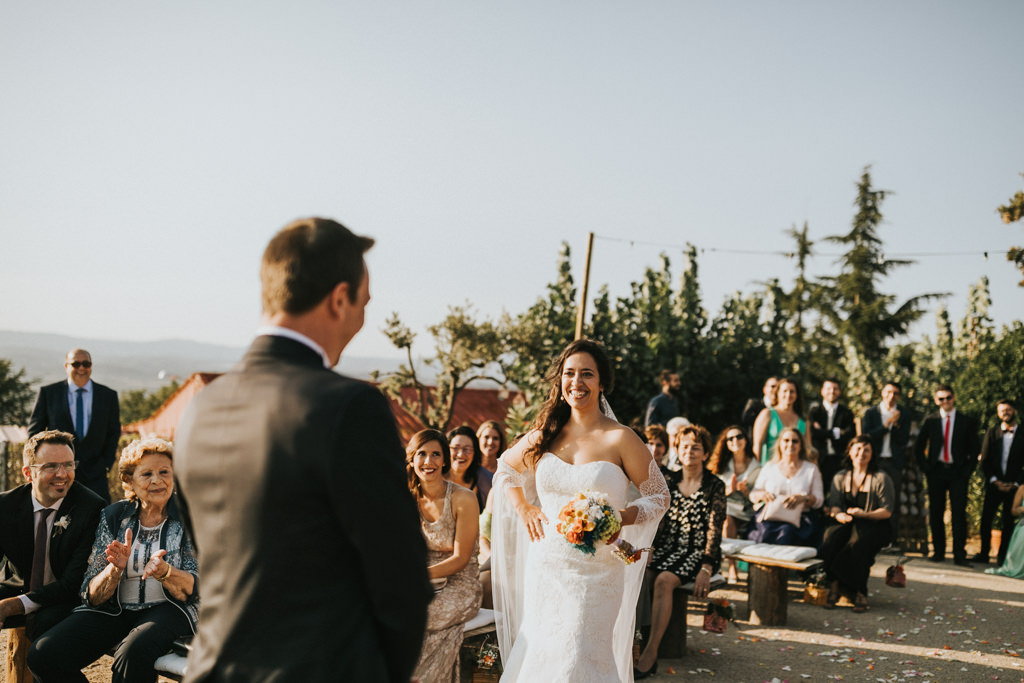 Wedding at Mirador de les Caves of Cal Blay · Funny wedding photography at Les Caves de Barcelona | Juanjo Vega, fun wedding photographer in Barcelona