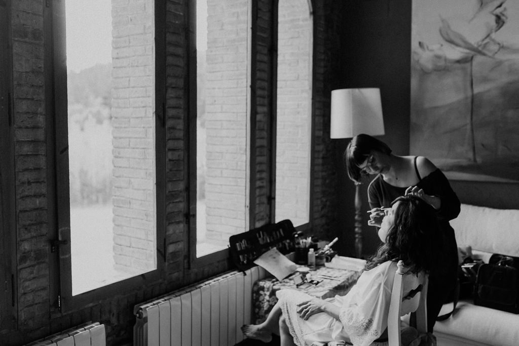 Maquillaje y peluquería de novia para una boda en Can Riera de la Pineda, Barcelona | Juanjo Vega, Fotógrafo bodas delicadas en Barcelona