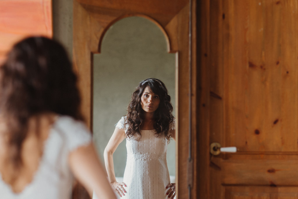 Vestit de nuvia delicat de Otaduy a un casament a Can Riera de la Pineda, Barcelona | Juanjo Vega, Fotògraf casaments delicats a Barcelona