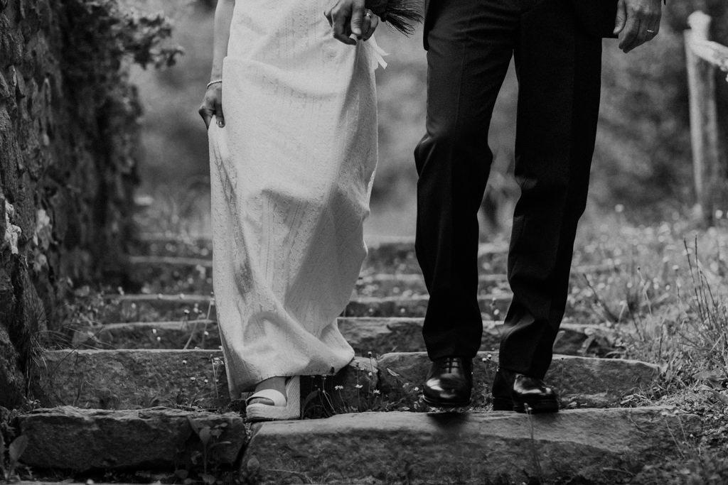 Sabates de núvia d'Eduard Castillo per a un casament a Can Riera de la Pineda, Barcelona | Juanjo Vega, Fotògraf casaments delicats a Barcelona
