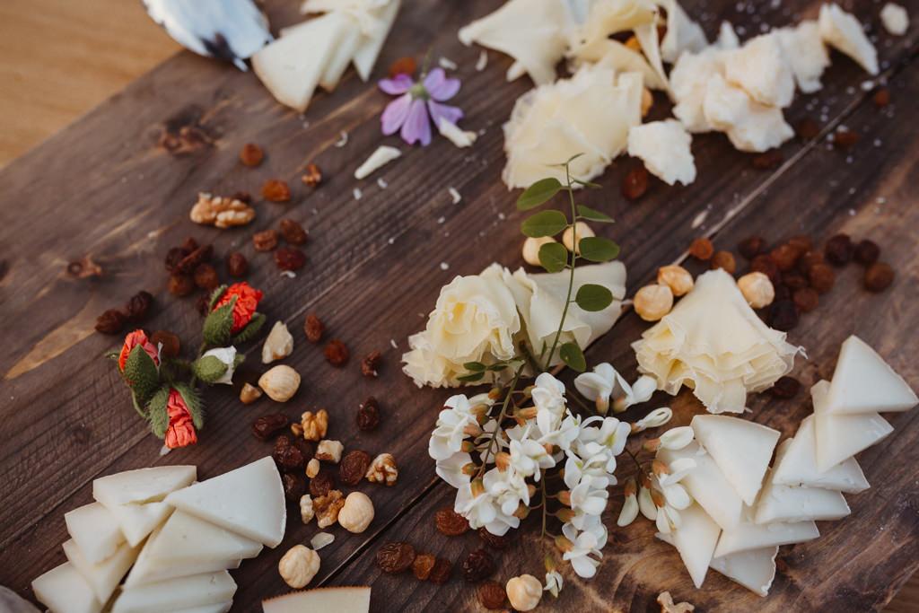 Decoració floral Oh Fleurs! a un casament a Can Riera de la Pineda, Barcelona | Juanjo Vega, Fotògraf casaments delicats a Barcelona