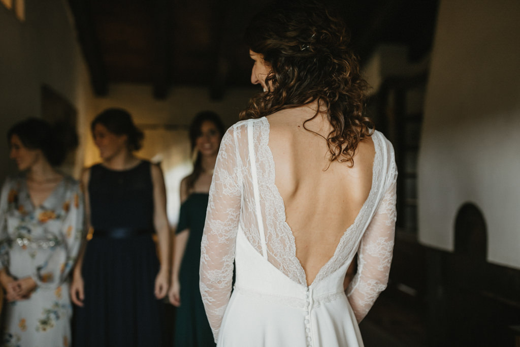 Autumn Wedding dress for a fall wedding in Barcelona, in Ca n'Alzina | Getting married autumn in Ca n'Alzina, Barcelona | Juanjo Vega, fall wedding photographer in Spain