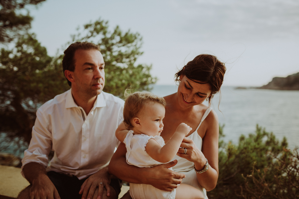 Family lifestyle photoshoot at the S'Agaró beach