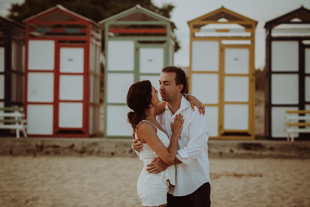 Sesión de fotos lifestyle en familia en la platja en S'Agaró, cerca de Barcelona