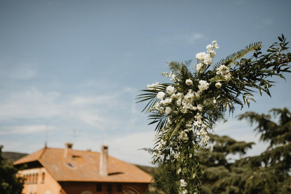 Decoració floral de Molist Floristes a un casament gai a Barcelona · Noces gai elegant a Ca l'Iborra, | Fotografia de casament gai elegant | Juanjo Vega, Fotògraf de casaments gais a Barcelona