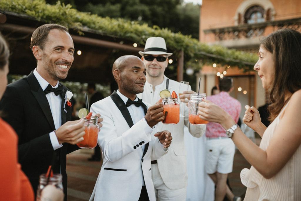Moncho's Catering para boda gay en Barcelona · Boda gay elegante en Ca l'Iborra, | Fotografia de boda gay elegante | Juanjo Vega, Fotógrafo de bodas gays en Barcelona