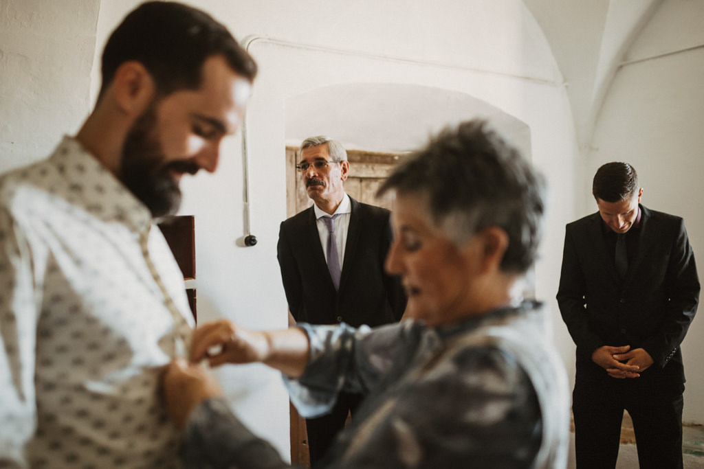 Brava Fabrics groom's shirt for a mediterranean wedding in Barcelona in the heart of nature at Casa Cerdà | Juanjo Vega, Mediterranean outdoor wedding photographer in Barcelona.