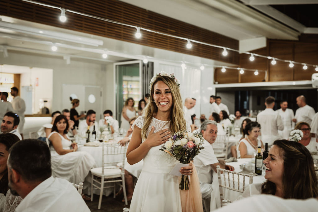 Wedding catering for a mediterranea Beach wedding in Barcelona, at the Btakora Lounge Restaurant | Juanjo Vega Destination Photographer, beach wedding in Barcelona and Costa Brava