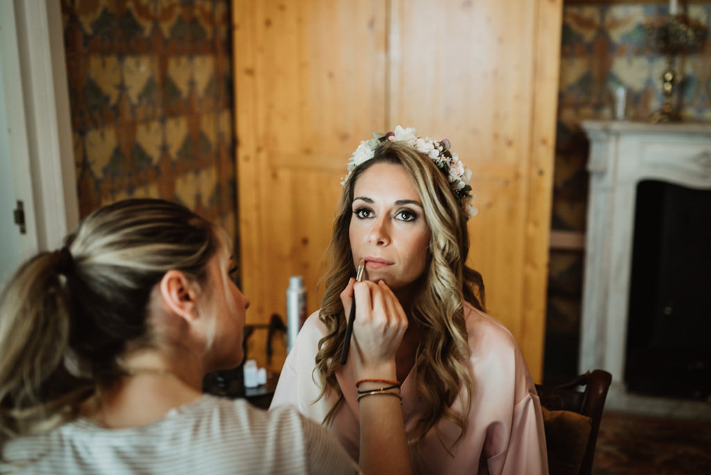 Bride make up and hair for a mediterranea Beach wedding in Barcelona, at the Btakora Lounge Restaurant | Juanjo Vega Destination Photographer, beach wedding in Barcelona and Costa Brava
